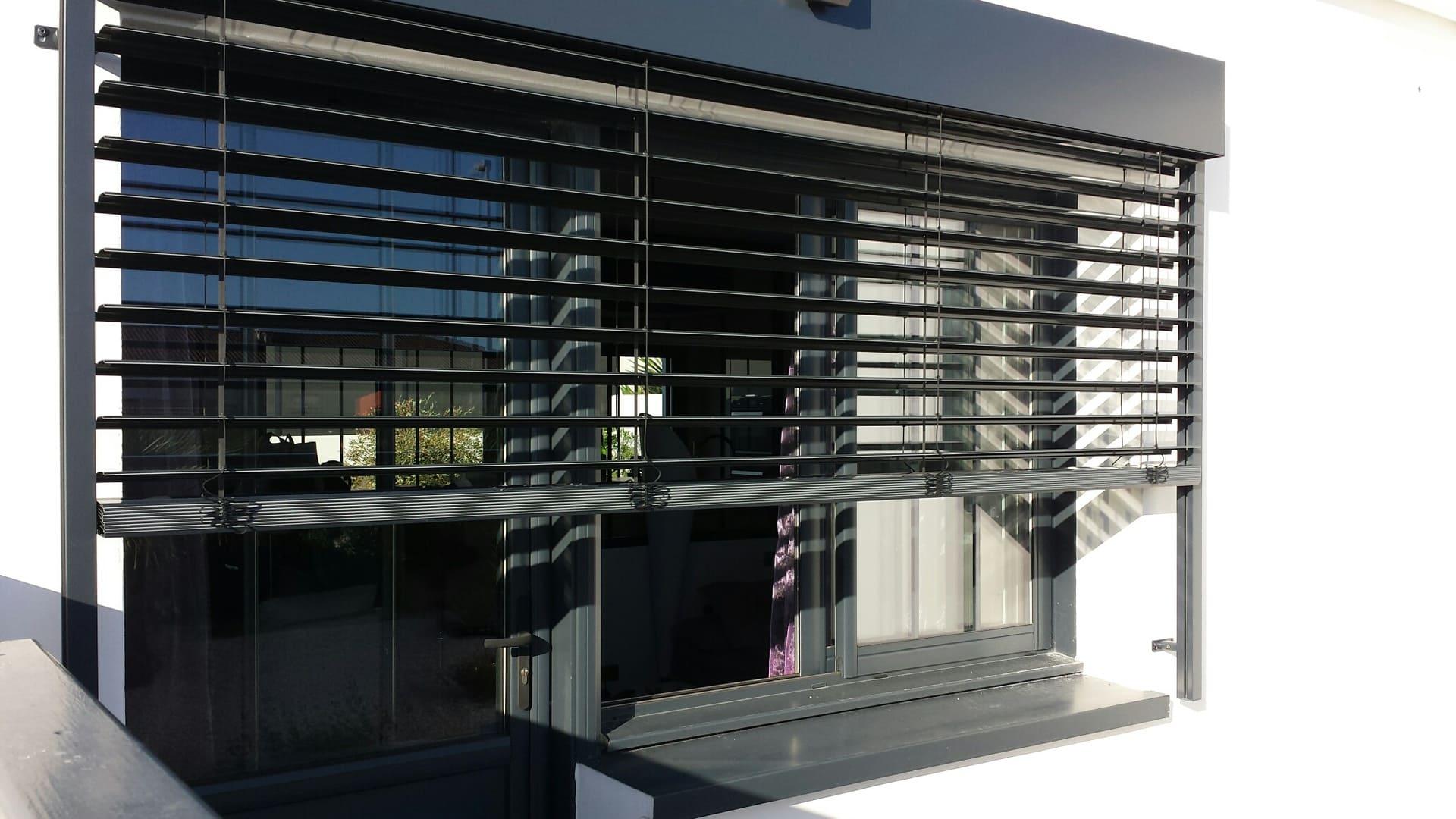 Brise soleil orientable en façade